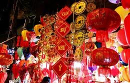 Phố Hàng Mã rực rỡ sắc đỏ chào đón xuân Kỷ Hợi 2019