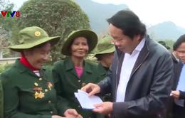 Trao quà Tết cho gia đình chính sách tại Quảng Bình và Hà Tĩnh