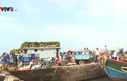 Nhộn nhịp những chuyến hàng Tết ra đảo Lý Sơn