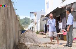 Người dân Khánh Hòa sống bất an dưới kênh thoát lũ sạt lở