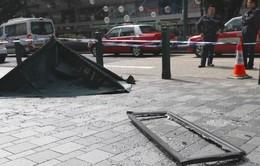 Du khách thiệt mạng do cửa sổ rơi trúng đầu