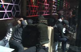 Nhiều thanh niên nghi sử dụng ma túy tại vũ trường Oasis
