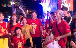 Cổ động viên cả nước tự hào về đội tuyển Việt Nam