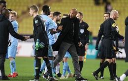 Henry bị Monaco sa thải