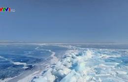 Hồ nước ngọt Baikal đóng băng