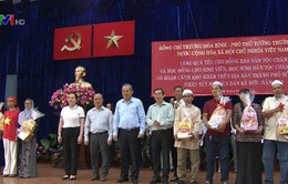Phó Thủ tướng Trương Hòa Bình tặng quà Tết cho đồng bào dân tộc
