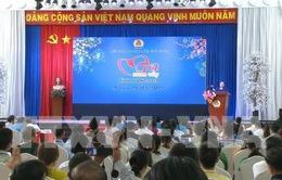 Chủ tịch Quốc hội tặng quà Tết công nhân Bình Dương