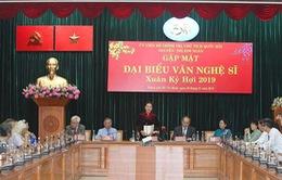 Chủ tịch Quốc hội gặp gỡ văn nghệ sĩ phía Nam