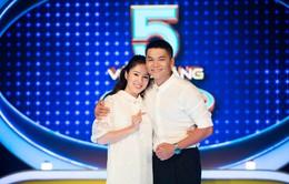 """Lê Phương và chồng trẻ """"dính nhau như sam"""" tại 5 vòng vàng kỳ ảo"""