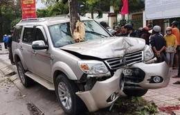 Quảng Nam: Ô tô mất lái lao lên vỉa hè, bé 5 tuổi tử vong