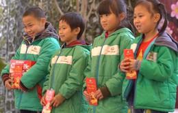 Quỹ Tấm lòng Việt trao tặng 447 suất quà cho học sinh nghèo vùng cao