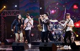 """Ban nhạc hát """"Xoay quanh một chữ tiền"""" khiến 4 HLV Ban nhạc Việt giành giật"""