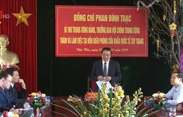 Đồng chí Phan Đình Trạc thăm và tặng quà Tết tại Điện Biên