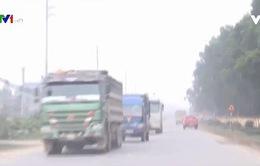 Người dân ven Quốc lộ 21 khổ vì xe quá tải