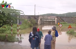 Phản hồi về việc người dân băng qua đường sắt do đường chui bị ngập