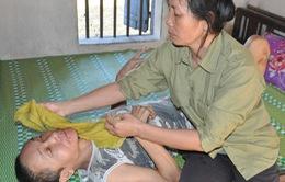 Bị ấu trùng giun đũa chó, người đàn bà khốn khổ không được đi viện vì phải ở nhà chăm 2 em thần kinh
