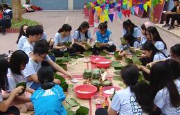 Học về truyền thống từ lễ hội bánh chưng