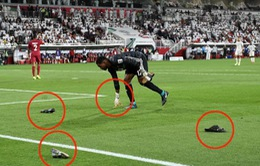 Cay cú vì thua ĐT Qatar, CĐV UAE ném cả dây chuyền vàng xuống sân