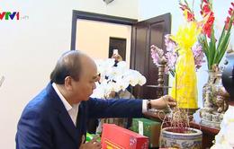 Thủ tướng dâng hương tưởng nhớ các đồng chí nguyên lãnh đạo Đảng, Nhà nước