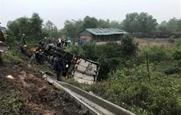 3 người thương vong do lật xe tải tại Quảng Trị