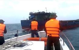 Cứu hộ thành công 11 thuyền viên gặp nạn trên vùng biển Quảng Trị