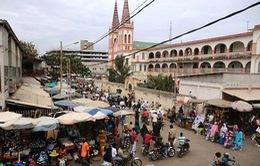 Ngày mua sắm sôi động tại chợ phiên truyền thống ở Togo