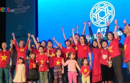 Cổ động viên nhí sang UAE tiếp sức đội tuyển Việt Nam