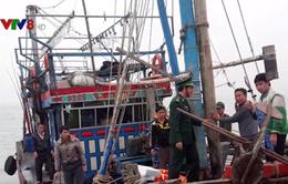 Nghệ An: Cứu hộ tàu cá chết máy và 7 ngư dân bị nạn trên biển