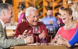 Bệnh nhân tim mạch lớn tuổi có thể cải thiện sức khoẻ nhờ uống rượu vang mỗi ngày