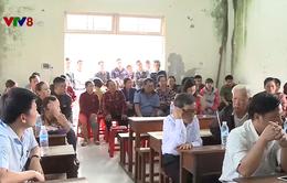 Chính quyền địa phương đối thoại với người dân về bãi rác Khánh Sơn