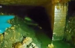 Tảng rác khổng lồ làm tắc hệ thống ống cống ở Anh