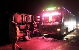Hai xe khách húc nhau, 14 người thương vong
