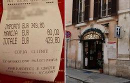 Bắt du khách trả tiền tip cao, nhà hàng bị chỉ trích