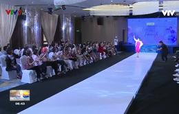 Xúc động buổi diễn thời trang của bệnh nhân ung thư