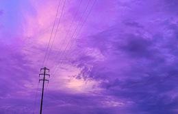 Bầu trời Nhật Bản chuyển tím trước bão Hagibis