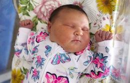 Bé sinh thiếu tháng nặng xấp xỉ 6 kg khi chào đời