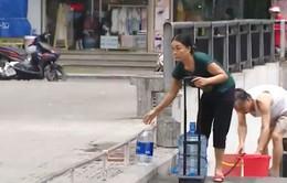 """Người dân Hà Nội đã thoát khỏi """"khủng hoảng nước sạch""""?"""