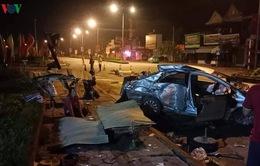 Xe khách tông xe con làm 3 người chết, 1 người nguy kịch