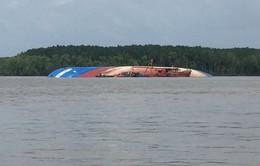 Rà quét, tìm kiếm các container trong vụ chìm tàu trên sông Lòng Tàu