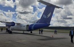 Máy bay bỗng nhiên rơi mất bánh sau khi cất cánh