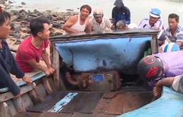 Người dân vùng ven biển Phú Yên ứng phó với bão số 5