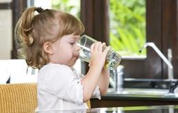 Bổ sung nước giúp cải thiện sự linh hoạt của trẻ nhỏ