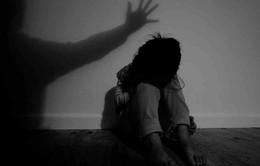 Truy tìm đối tượng nghi hiếp dâm bé gái 8 tuổi bán vé số ở Phú Quốc