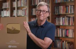Tỷ phú Bill Gates khoe nút vàng YouTube