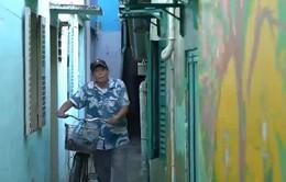Người họa sĩ già và những bức tường cũ tại TP.HCM