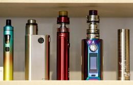 """""""Đóng băng"""" lệnh cấm bán thuốc lá điện tử tại New York, Mỹ"""