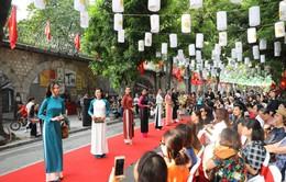 Ngắm BST áo dài đẹp rực rỡ chào mừng ngày Giải phóng Thủ đô