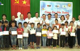 Quỹ Tấm lòng Việt trao học bổng hỗ trợ học sinh nghèo vượt khó tỉnh Thanh Hóa
