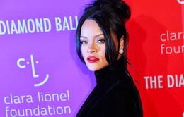 Chưa vội ra nhạc, Rihanna ra mắt sách ảnh tự truyện