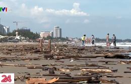 Biển Vũng Tàu ngập rác, nhiều du khách không dám tắm